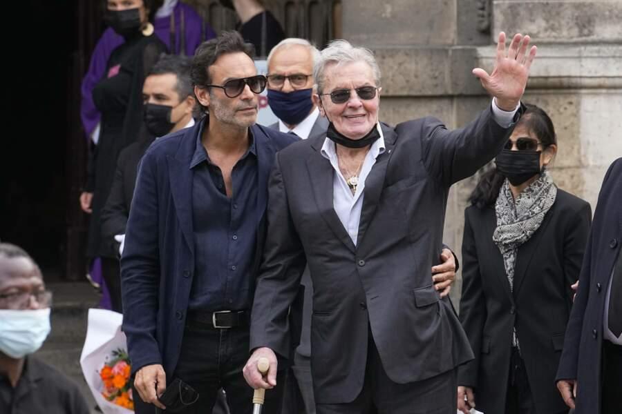 Obsèques de Jean-Paul Belmondo  : Alain Delon et son fils Anthony Delon