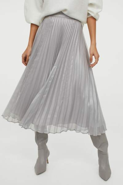 Jupe plissée argentée, H&M, actuellement à 15,99€