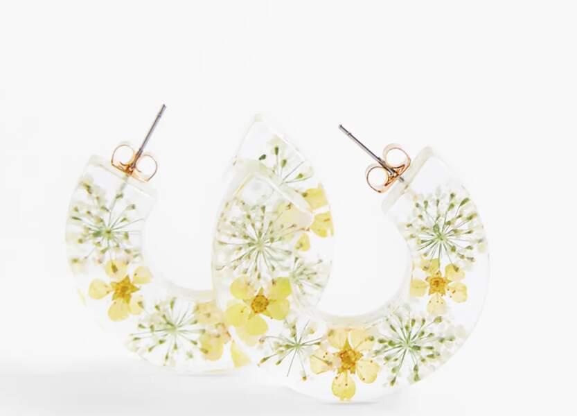 Créoles en résine à fleurs sèches, Zara, 9,95€