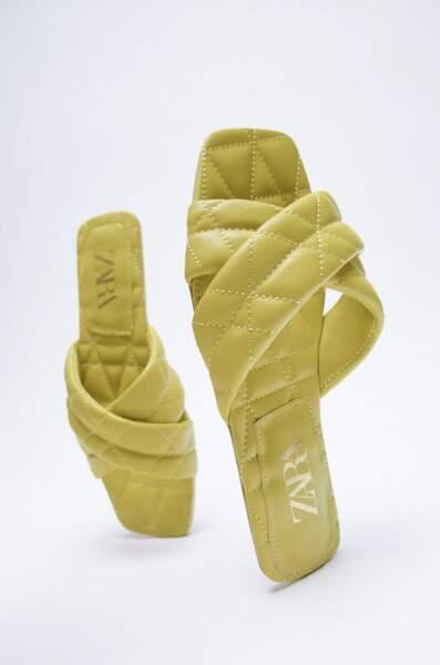 Sandales plates matelassées, Zara, 29,95 €