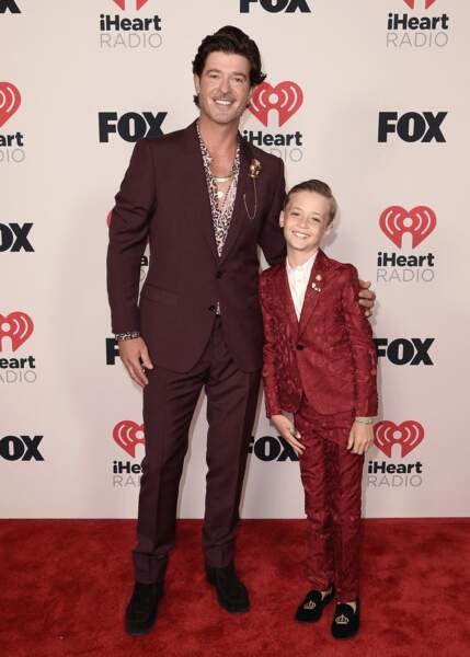 Robin Thicke et son fils Julian aux iHeartRadio Music Awards 2021