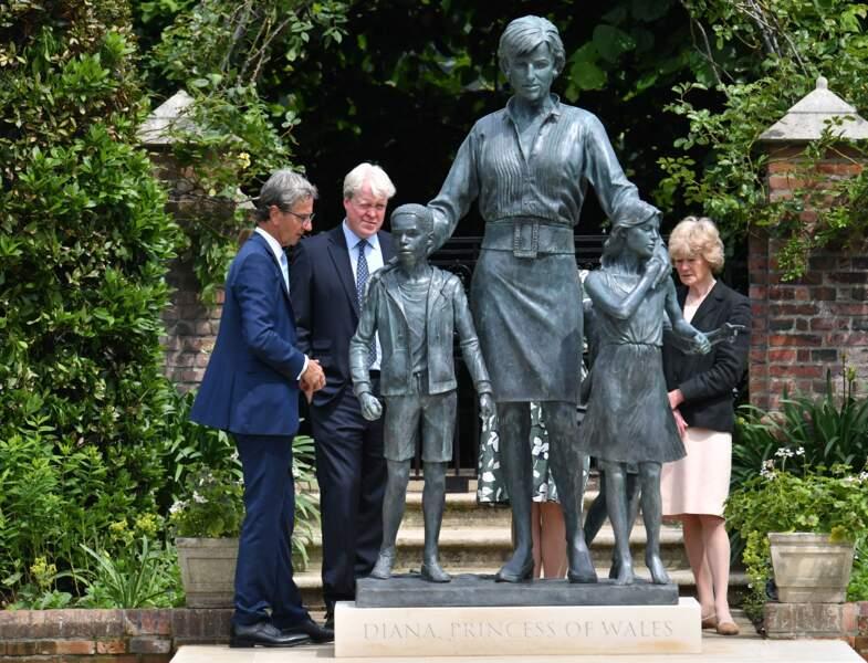 Diana's Le prince William et le prince Harry découvrent la statue en hommage à Lady Diana60th birthday