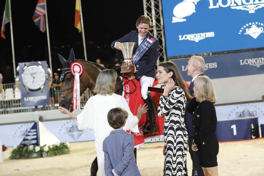 La princesse Caroline, sa fille Charlotte Casiraghi et son petit-fils Raphaël Elmaleh ont remis le prix du Prince Souverain lors de la dernière journée de la 15ème édition du Longines Global Champions Tour Jumping International de Monaco