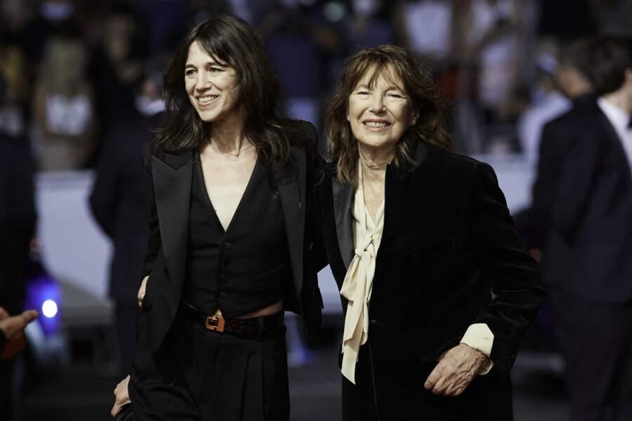 Charlotte Gainsbourg et sa mère Jane Birkin à la montée des marches du film «Jane par Charlotte», Cannes le 7 juillet 2021