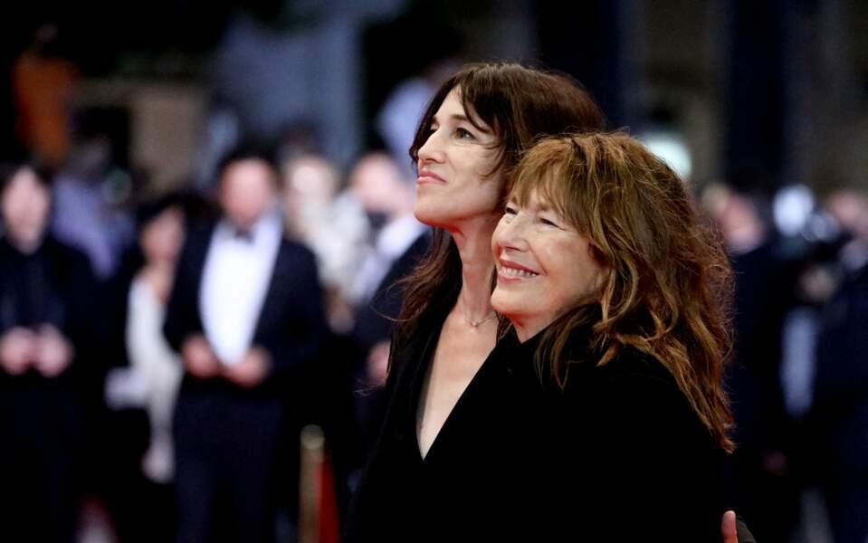 Charlotte Gainsbourg et sa mère Jane Birkin - Montée des marches du film «Jane par Charlotte» lors du 74ème Festival International du Film de Cannes