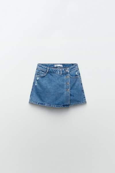 Jupe-short en denim à boutons, Zara, 19,95€