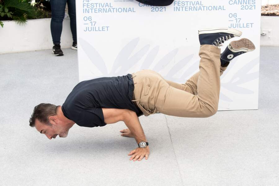 Jean Dujardin fait du breakdance au festival de Cannes 2021