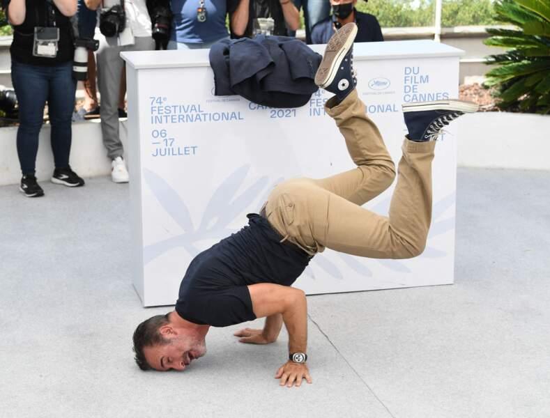 Les pieds de Jean Dujardin ne touchent plus terre au festival de Cannes