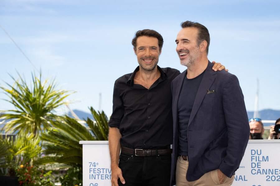 Jean Dujardin accompagné du réalisateur Nicolas Bedos