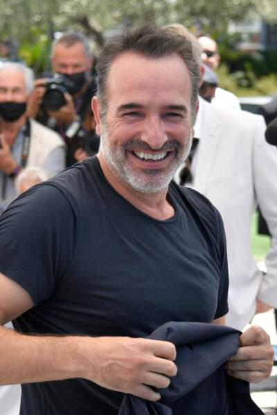 Jean Dujardin fait tomber la veste