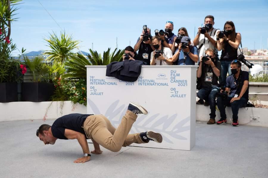 Jean Dujardin enchaîne les figures