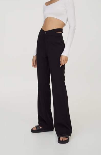 Pantalon noir cut out, Pull&bear, actuellement à 9,99€