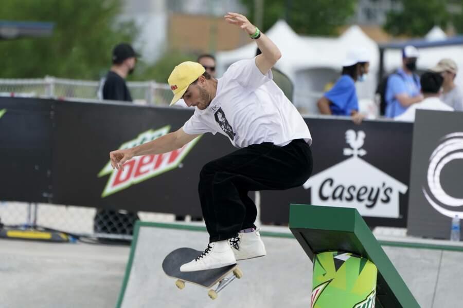 Vincent Milou en skateboard