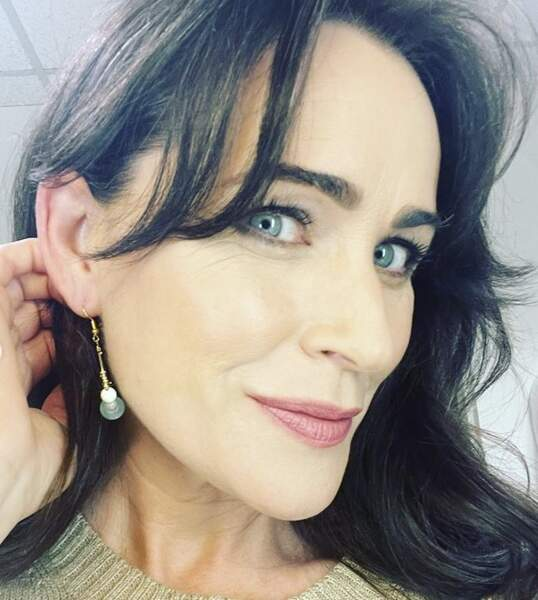 Rena Sofer (Eve Cleary Burns)