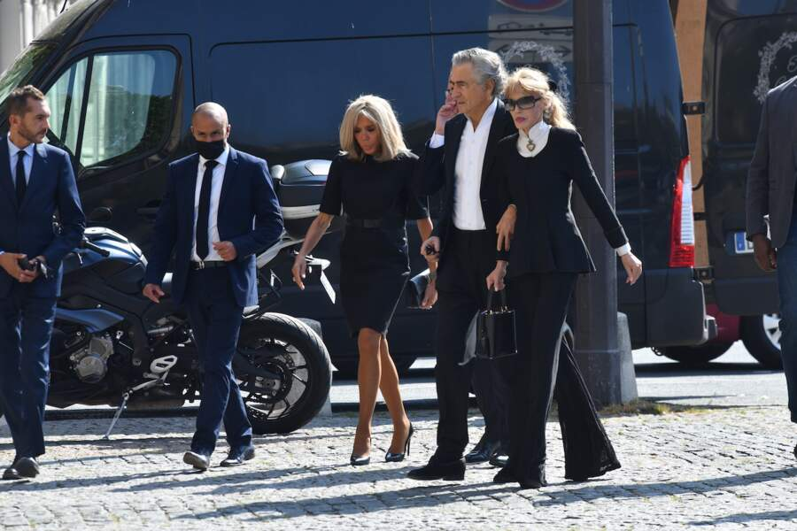 Obsèques de Florence Rogers-Pinault : Brigitte Macron, Claire Chazal, François Hollande et Julie Gayet réunis