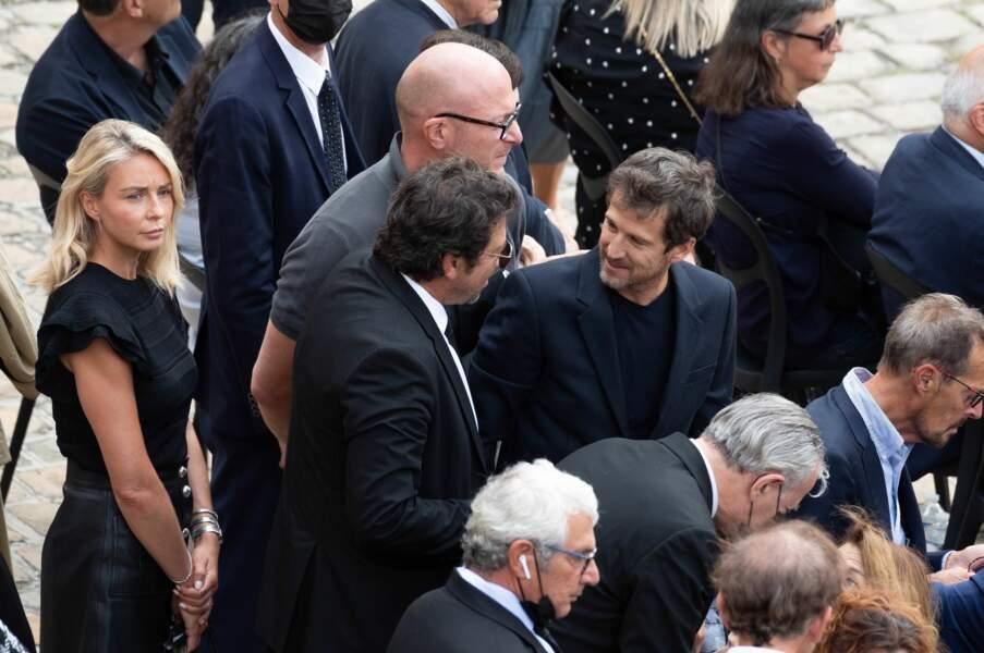 Guillaume Canet discute avec Patrick Bruel, sa compagne Marion Cotillard se trouve non loin de là