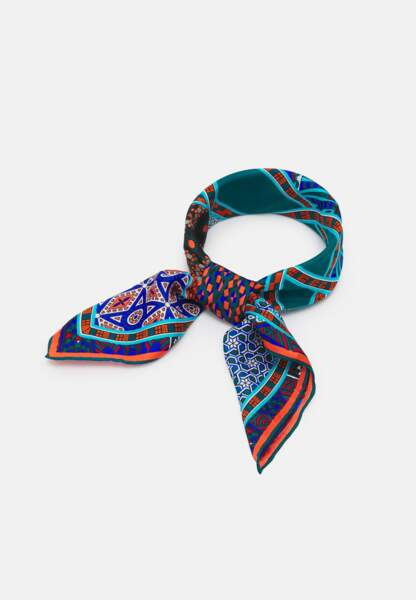 Foulard, 49,95 €,  Kaleidoscope sur Zalando