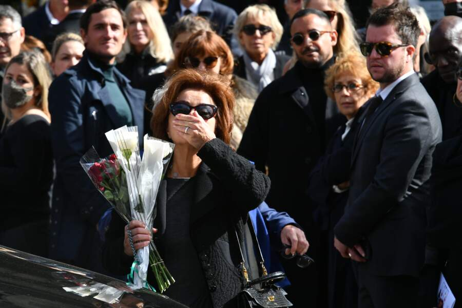 Dominique Tapie salue la foule